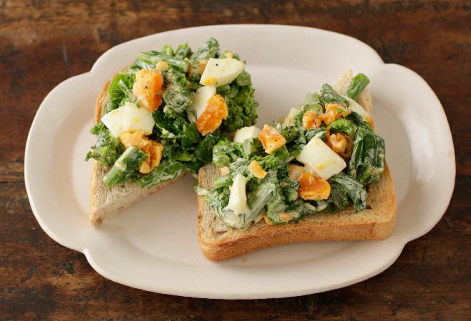 菜の花とたまごのサラダトースト