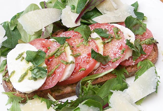 モッツァレラとトマトの冷たいカプレーゼ
